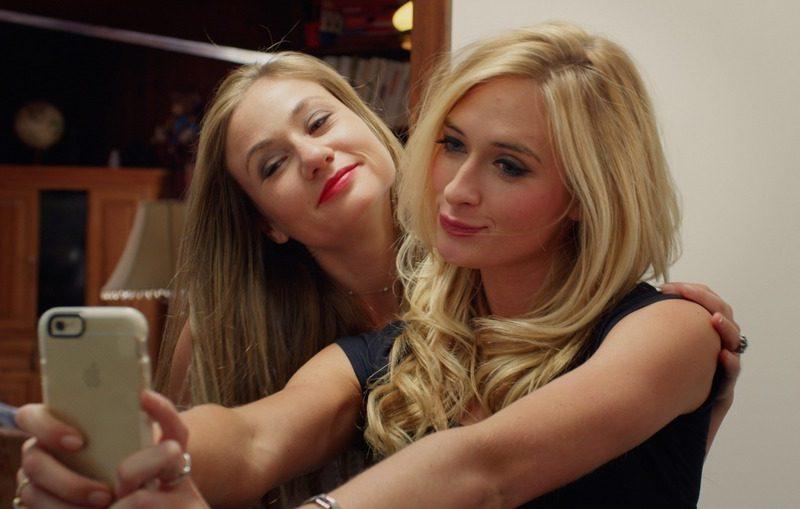 Bonnie and Lisa take a Selfie