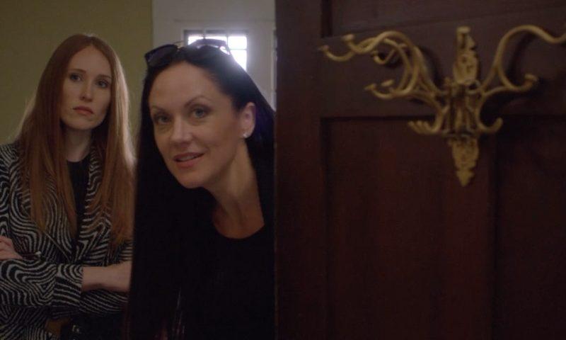 Amber Cynthia Peek a Boo Showing House Rooms